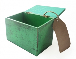 green-box-with-paper-tag-1439541-m
