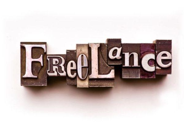 Freelance, trabajador, autónomo, letras, madera